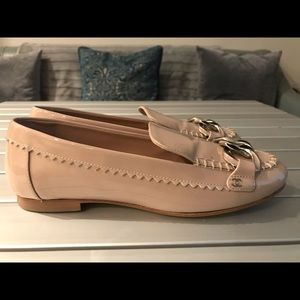 Chanel nude patent leather flats